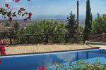 Ausblick am Pool - Auswandern und Leben auf Zypern