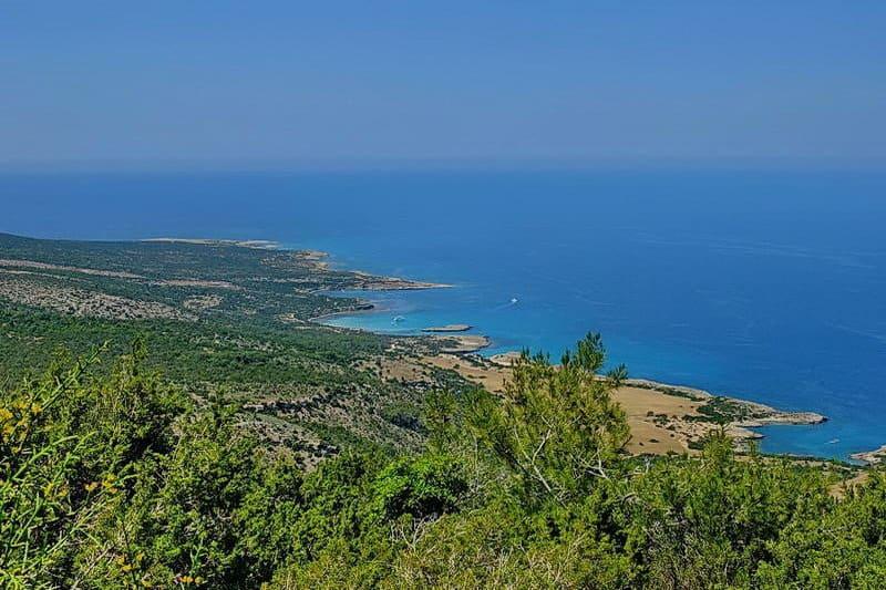 Blick auf die Blaue Lagune im Akamas-Gebiet - Auswandern und Leben auf Zypern