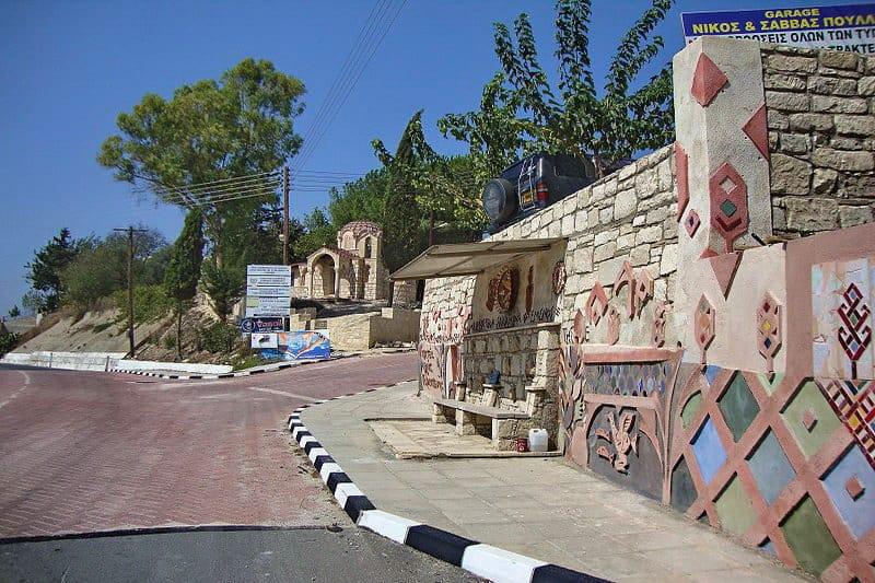 Straße in Stroumpi - Auswandern und Leben auf Zypern