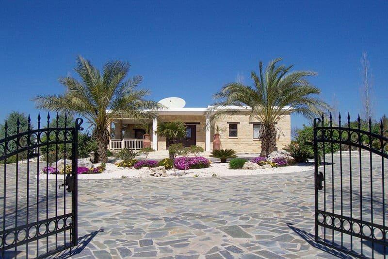 Exklusive Steinhaus-Villa in Kathikas - Auswandern und Leben auf Zypern