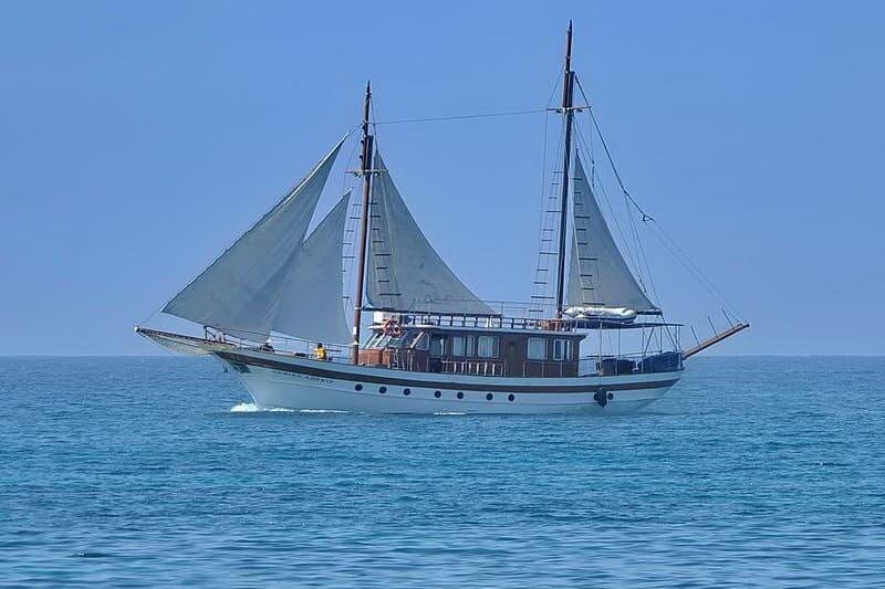 Sailing... im Meer vor Coral Bay - Auswandern und Leben auf Zypern
