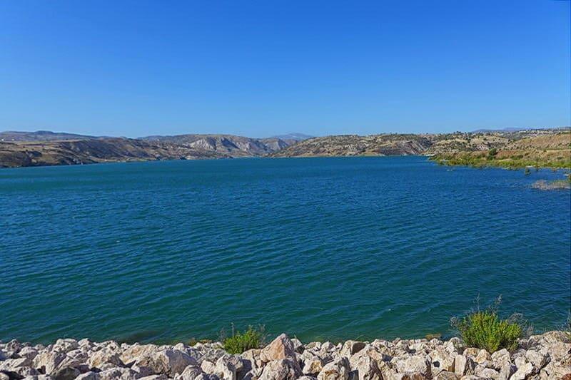 Ein Wasserreservoir in der Nähe von Paphos- Auswandern und Leben auf Zypern