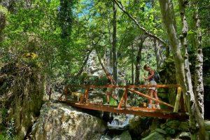 Auswandern nach Zypern - Viele Holzbrücken führen über das Flussbett - keine nassen Füße...