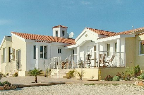 Immobilien auf Zypern: Zypern Villa in Peyia im Raum Paphos zur Langzeitmiete - PFL710